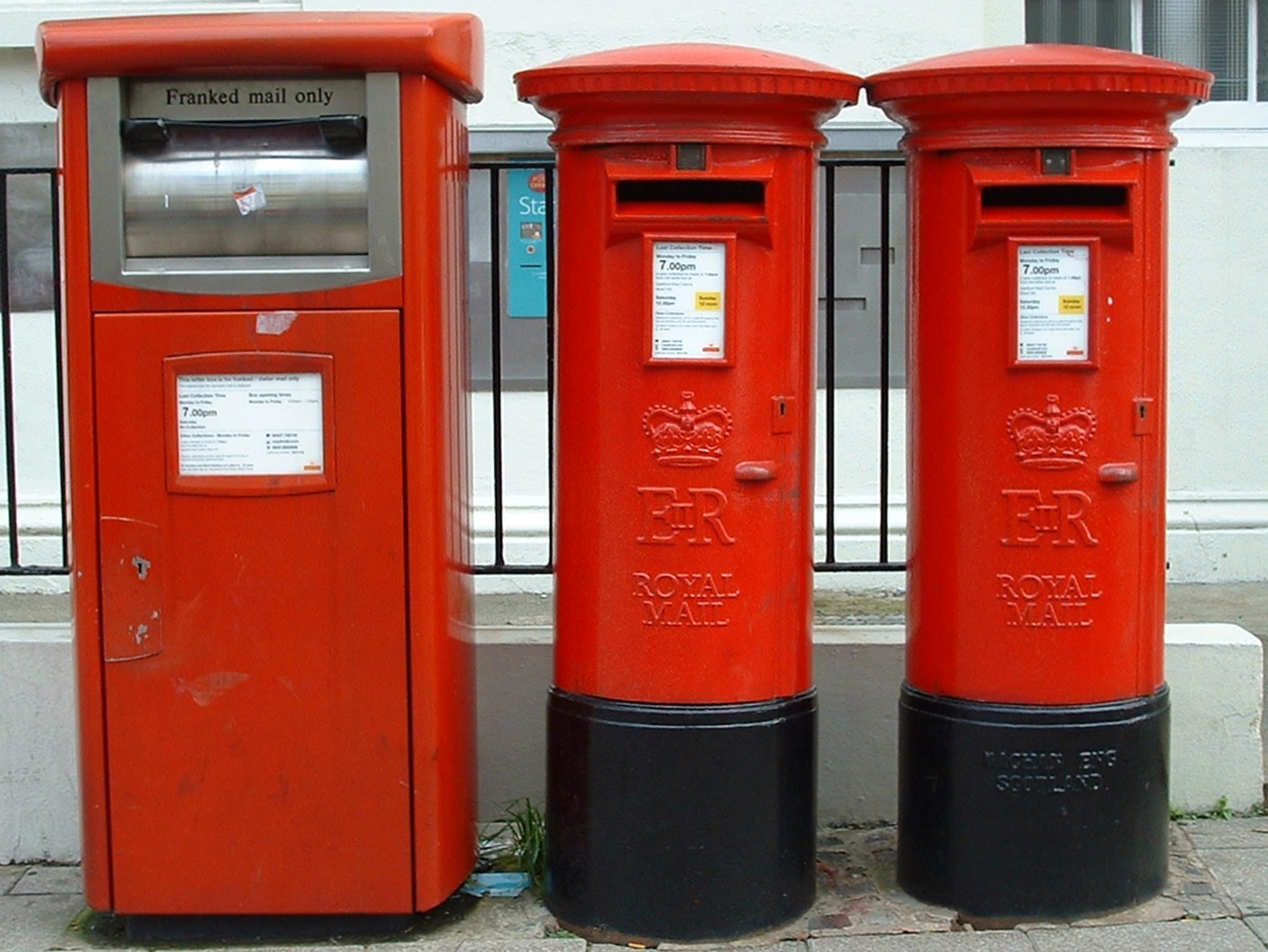 E2R meter box with a pair of E2R pillar boxes 1990s, Kent. Gerrry Cork
