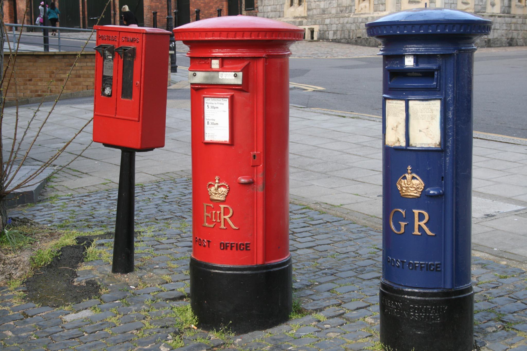 GR Airmail pillar box 1930s, with later E2R, Berks. Robert Cole