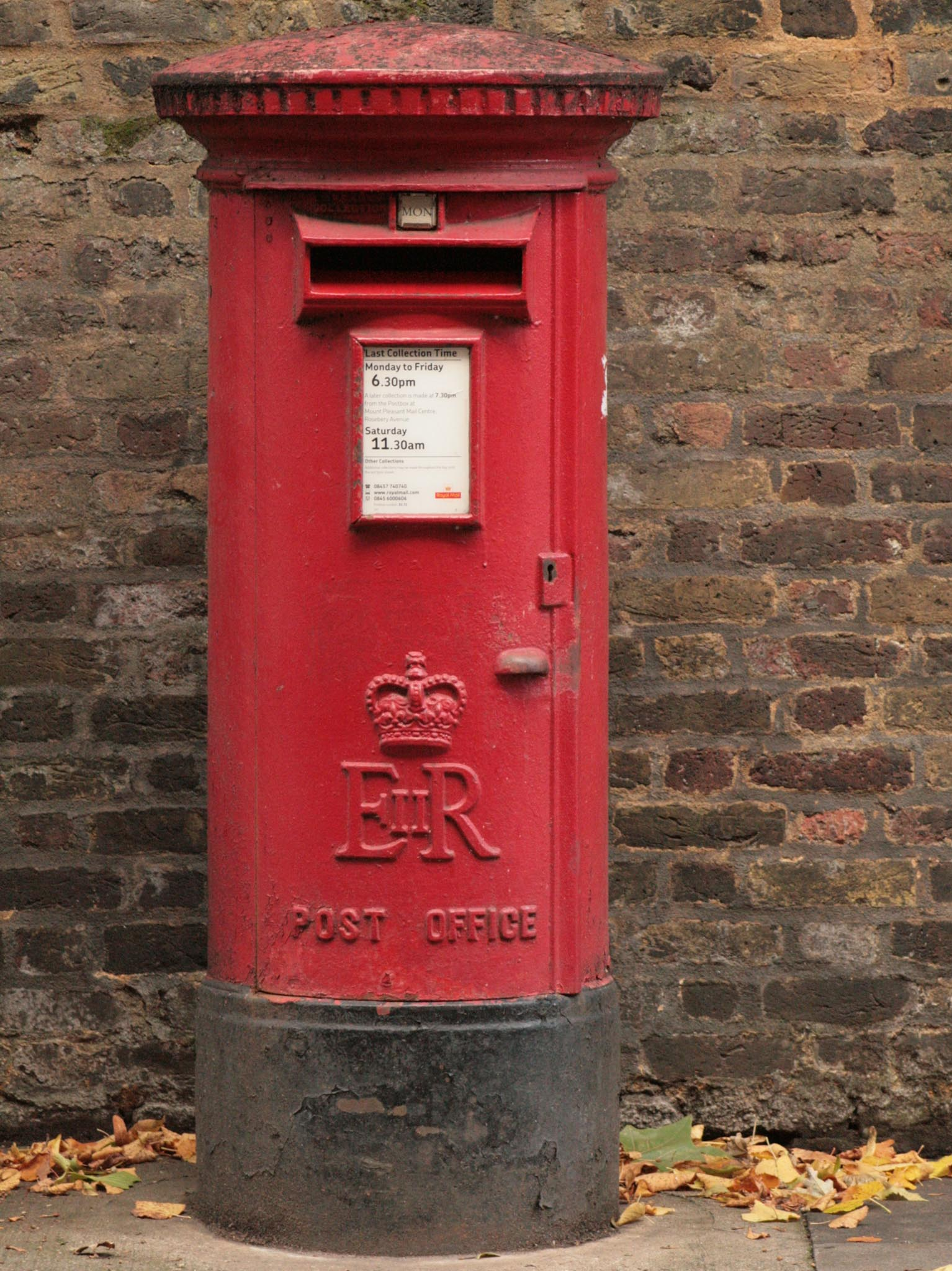 E2R pillar box, 1970s, London.