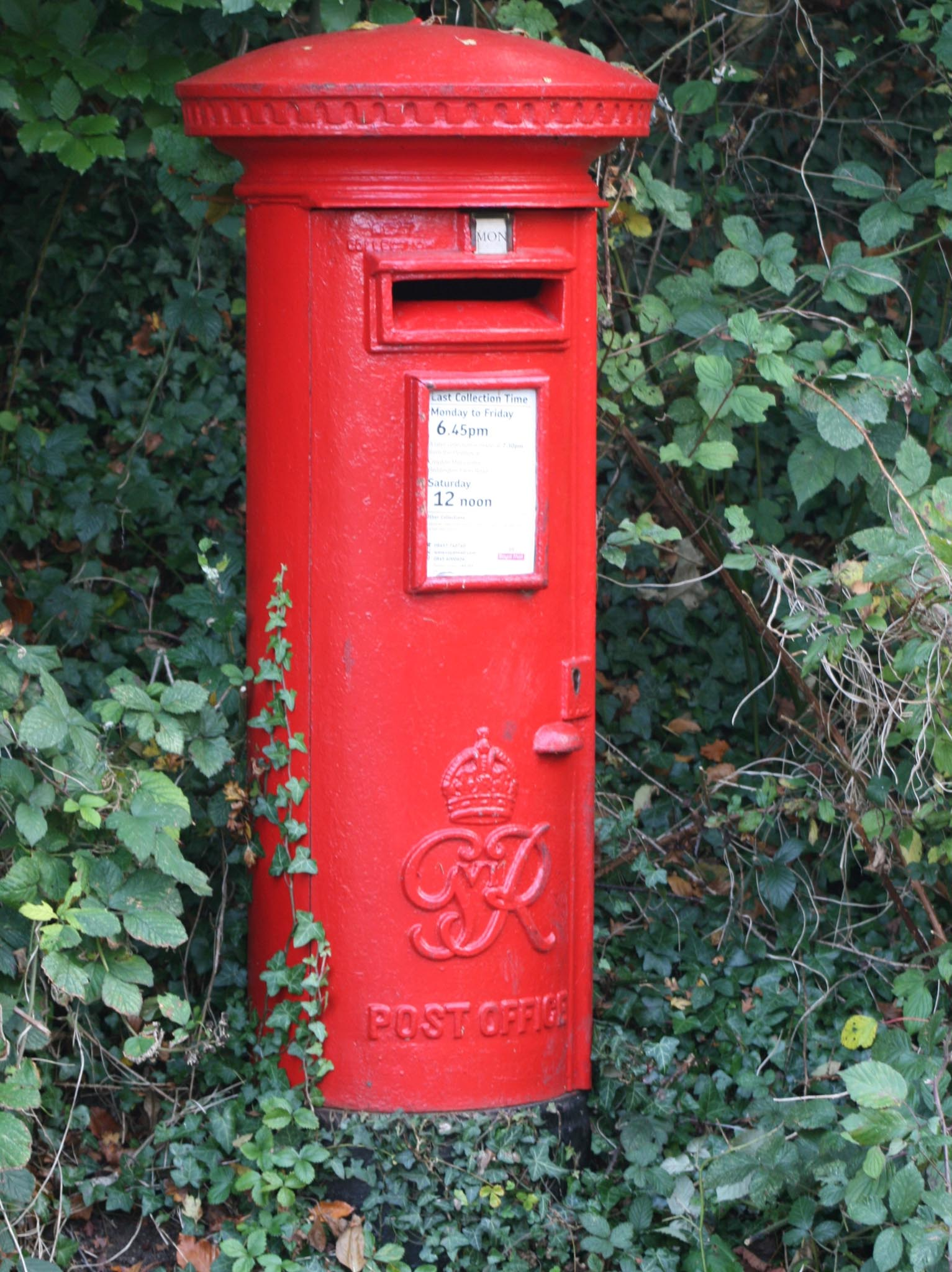 G6R pillar box, 1940s, Surrey. Robert Cole